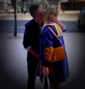 A street kiss close I caught
